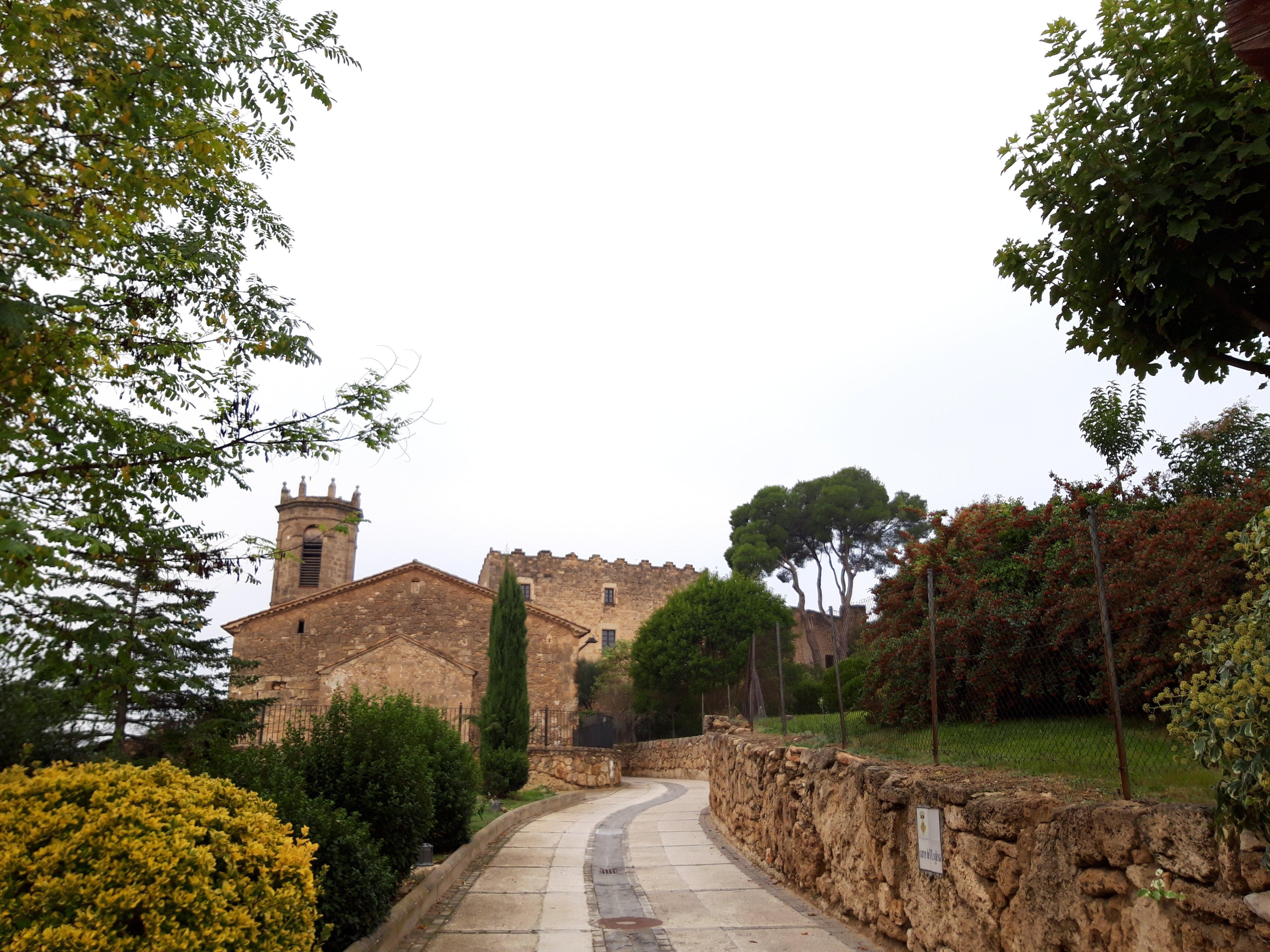 Torre de Claramunt, en el Anoia, un municipio bajo un imponente castillo medieval, yacimientos prehistoricos y cabañas de piedra