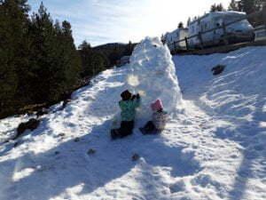 Vall de La Vansa: un puente de esquí con niños y perro