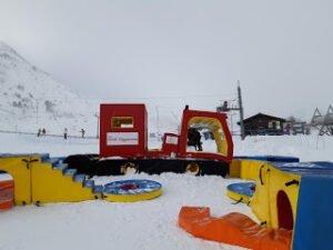 Portè-Puymorens, aprendiendo a esquiar con peques en pistas gratuitas por el Pirineo, esta con pista de trineo y chiquipark incluido!