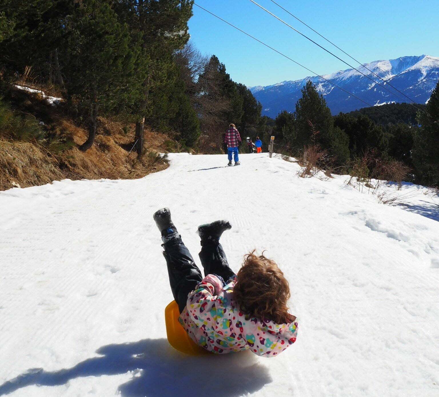 Plan Enfants dans la neige: raquettes trineistics! 1 parcours ludique + 10 conseils