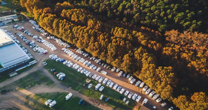 La rencontre d'automne entre camping-cars et campeurs: la Fira de la Ratafia