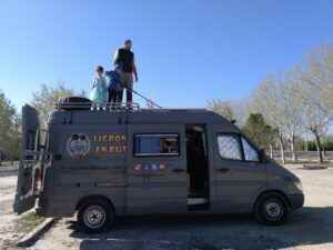 Ligrons en route. How to travel in a camper van with a one-way ticket
