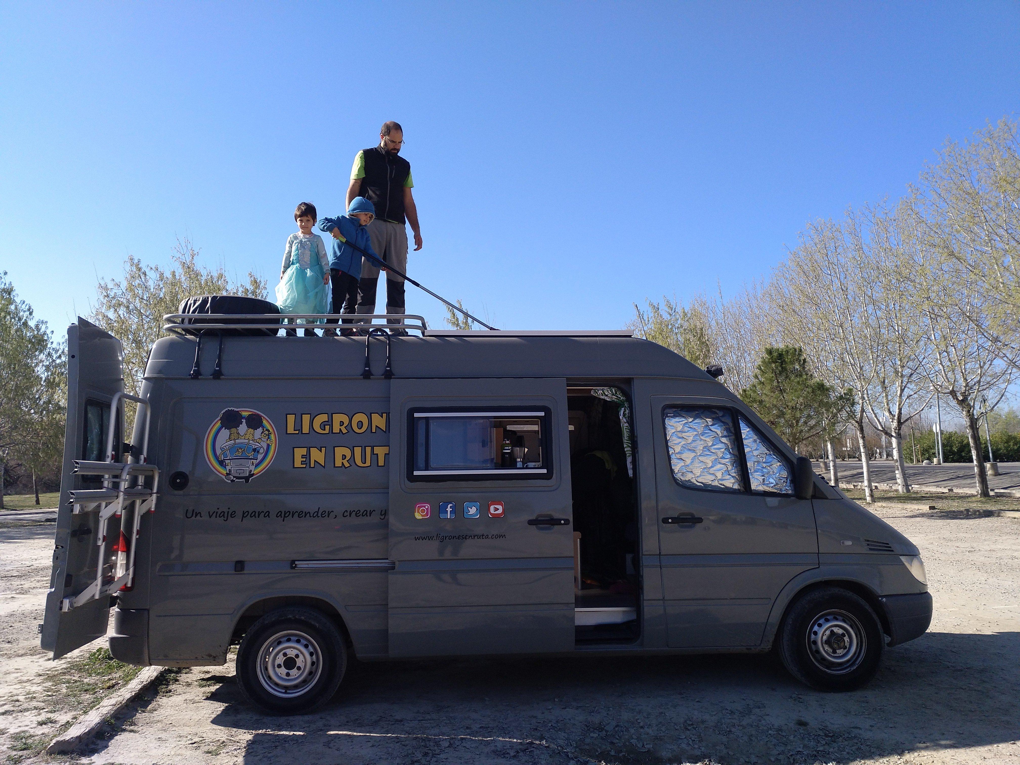 Ligrones en ruta. Cómo viajar en una furgoneta camper solo con billete de ida