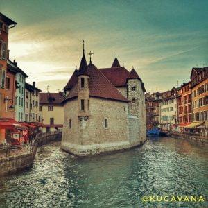 Annecy en francia con su icono de l'Ille