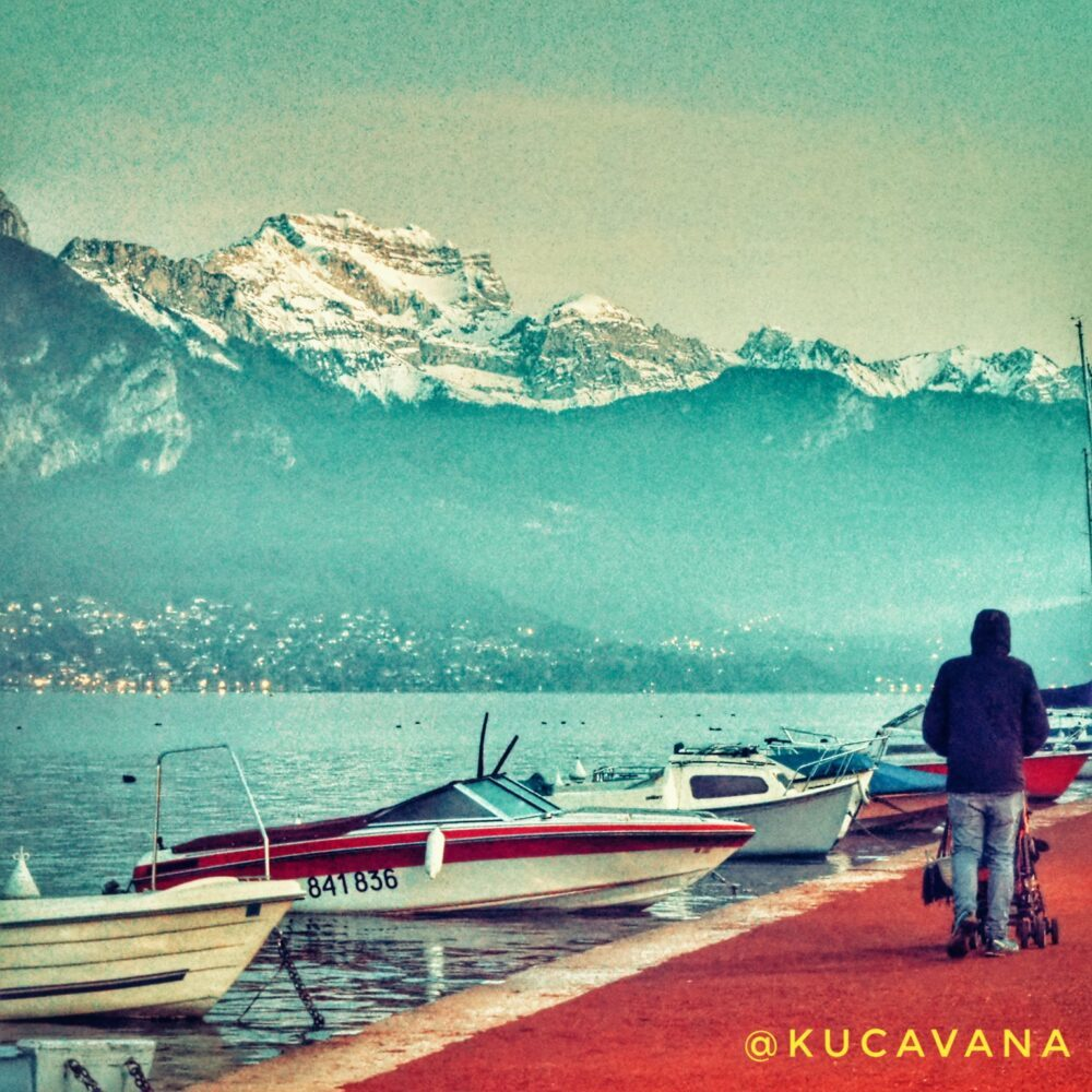 El lago de Annecy y sus barcas