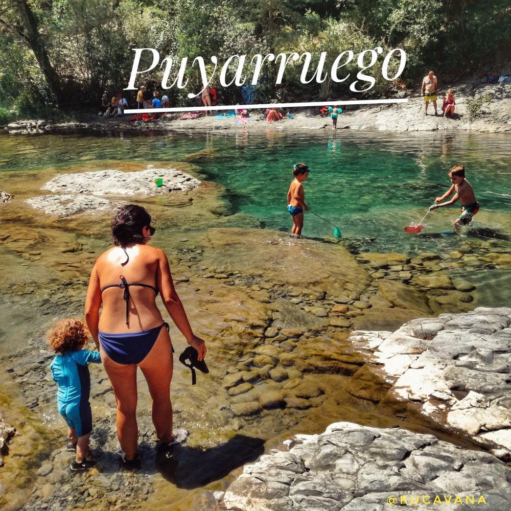 Disfrutar de pozas de agua esmeraldas en: Puyarruego