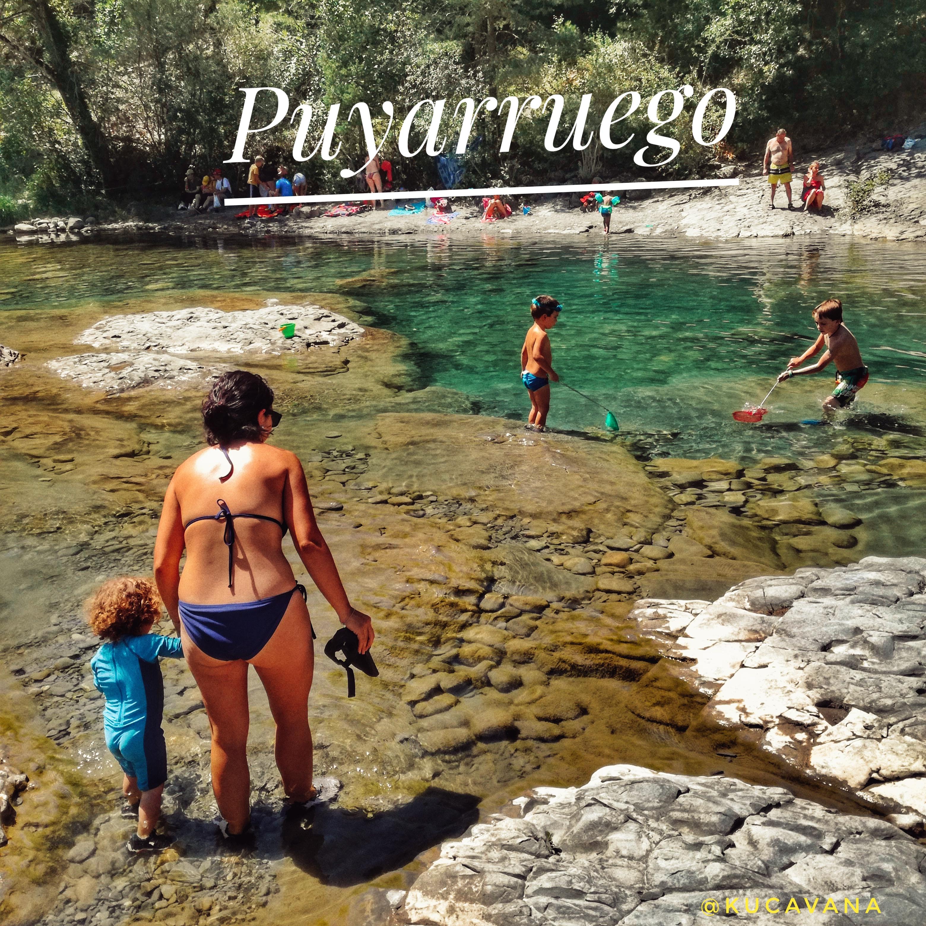 Profitez des piscines d'eau émeraude à: Puyarruego