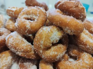 Orange donuts without oven, perfect for a sweet in a motorhome!