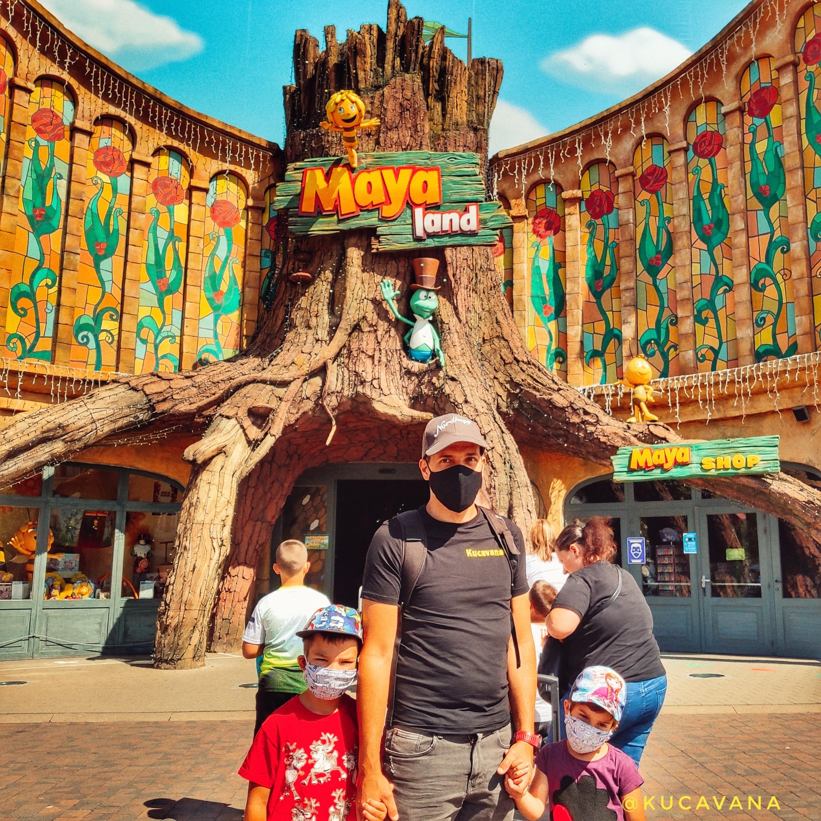 maya bee et willy avec leur parc d'attractions