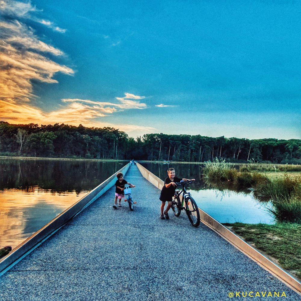 itinéraires cyclables en belgique. Faire du vélo dans l'eau de Bokrejik