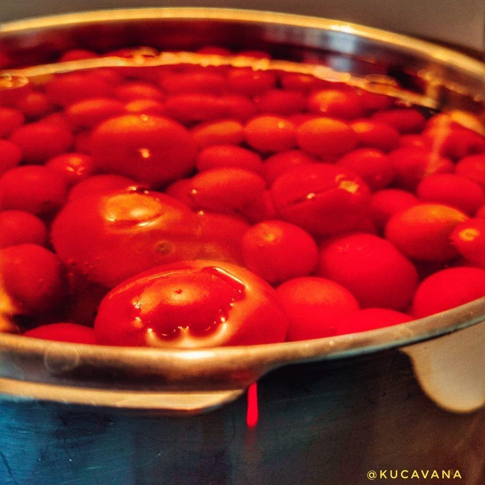 como hacer conserva de tomate : Paso 1 escaldar los tomates