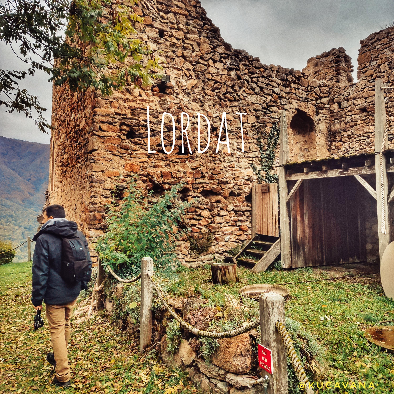 Pyrénées françaises en été: Lordat un arrêt pour frapper