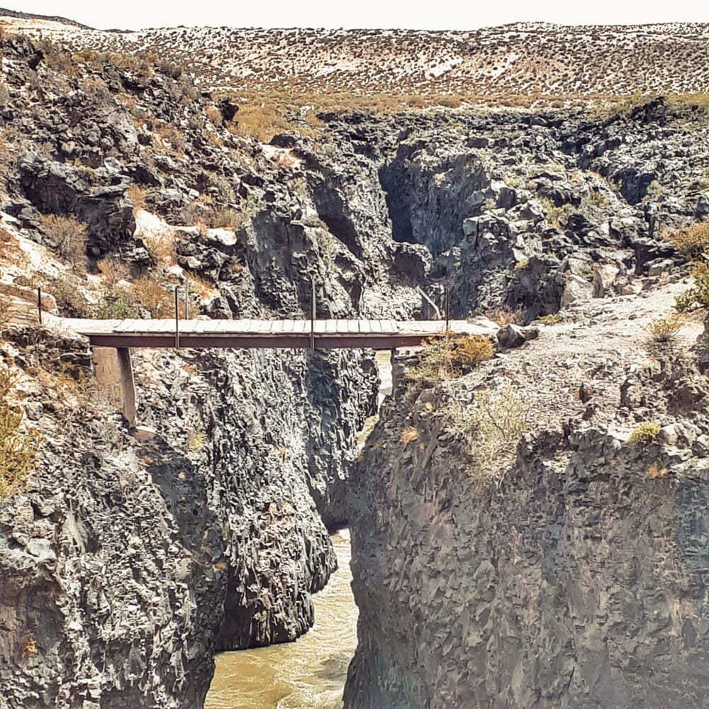 Route 40 Argentina in camper. Passerella sul Lava Trail