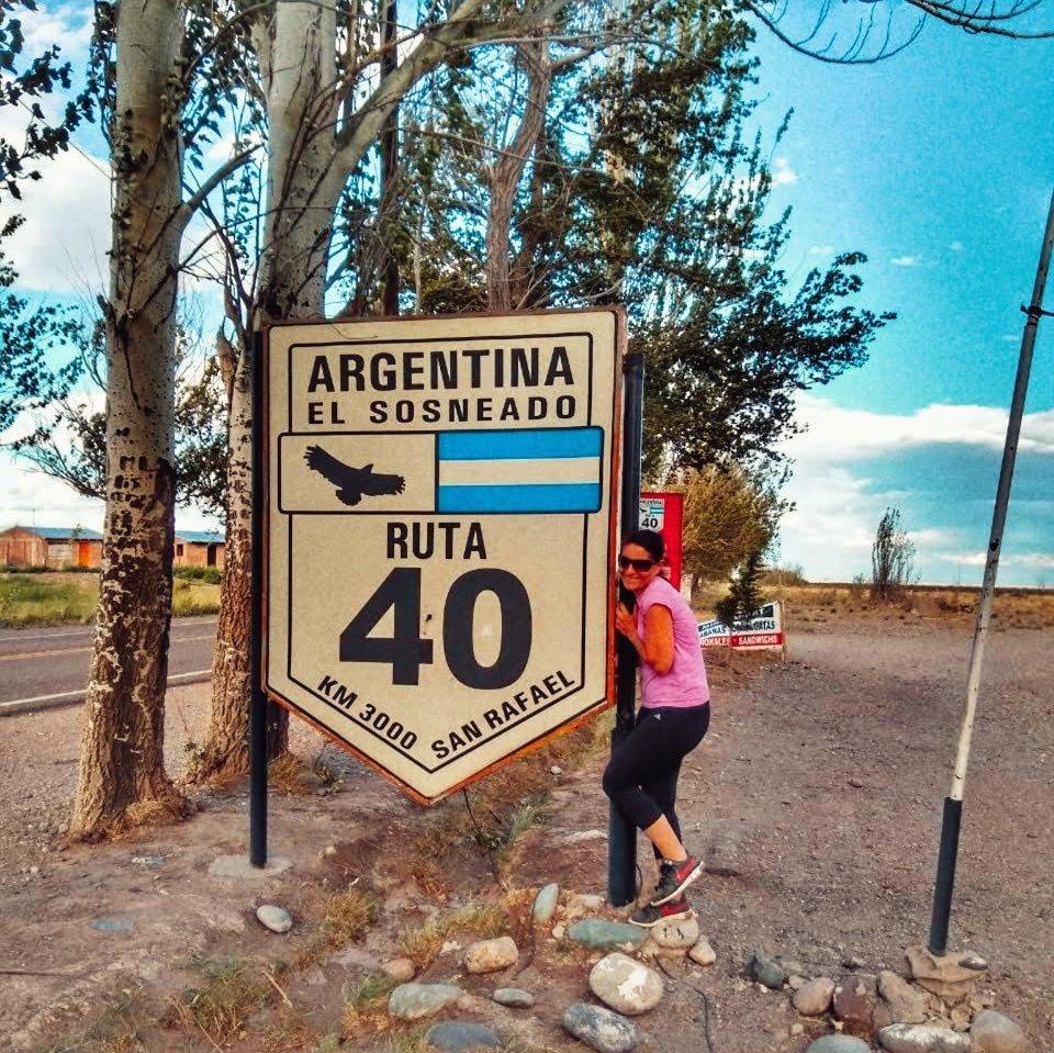 Ruta 40 Argentina a autocaravana. Cartell de l'Quilometro 3000