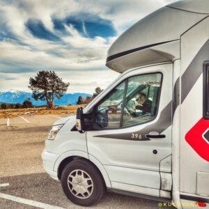 Conducir, aparcar, pernoctar o acampar una autocaravana: guía de la normativa, tecnología y más