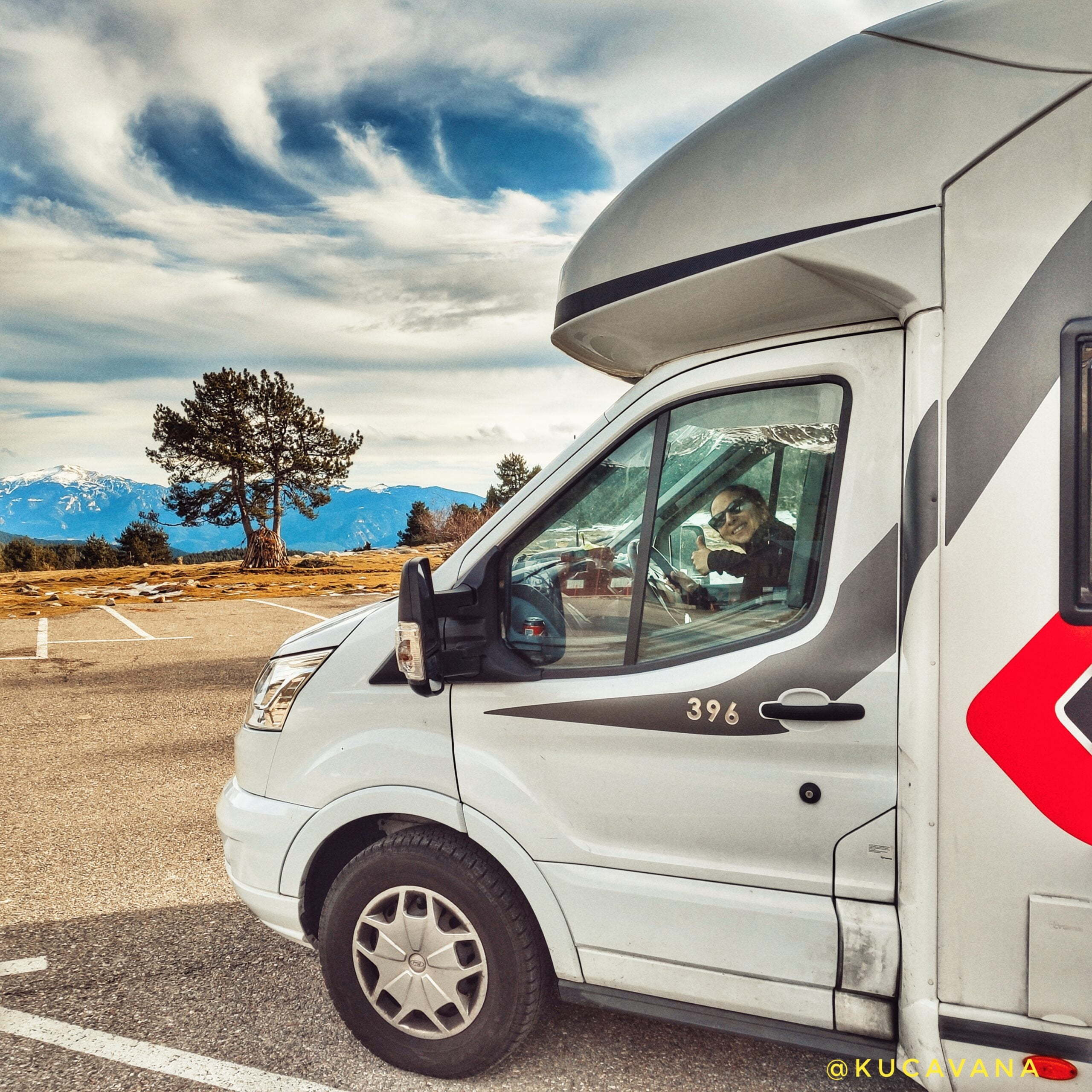 Read more about the article Driving, parking, spending the night or camping a motorhome in Spain: guide to regulations, technology and more