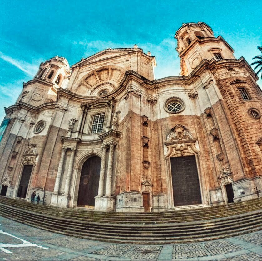 Catedral Santa Cruz de Cadiz en autocaravana o camper