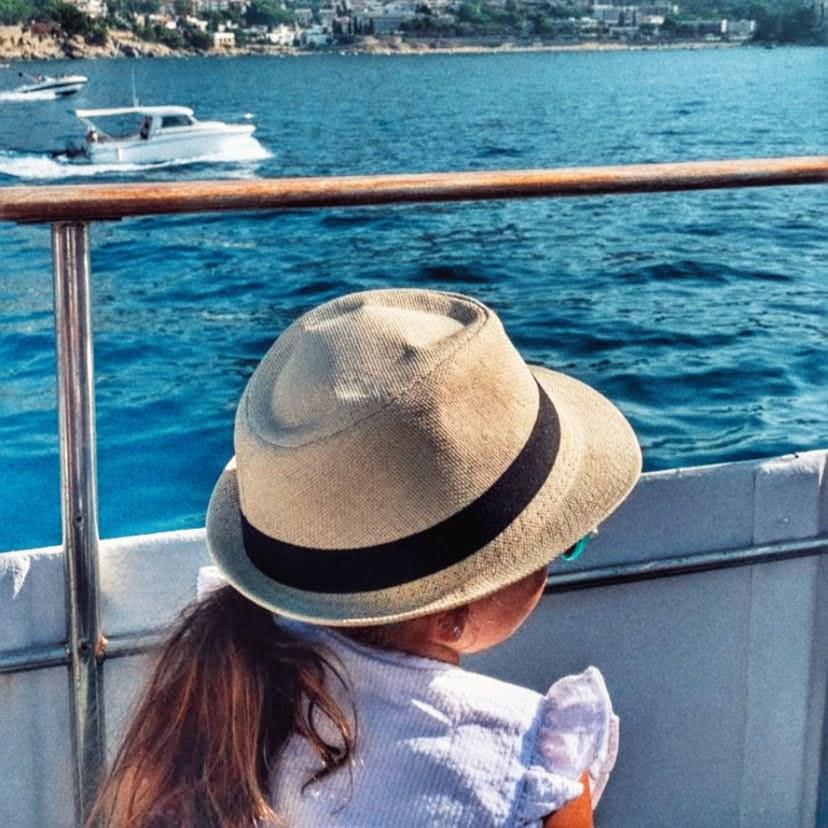 Cadaques en barco desde Rosas en autocaravana
