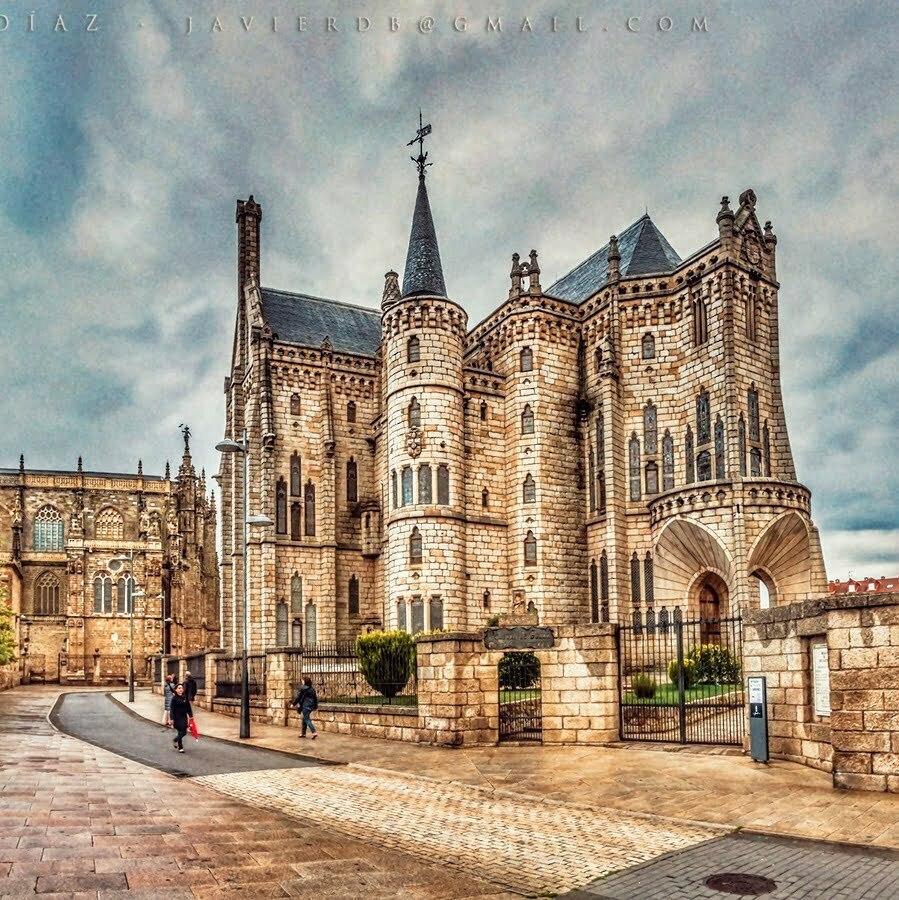 Astorga Catedral de Santa María y Palacio Episcopal de Gaudí- SinCodigoPostal-01