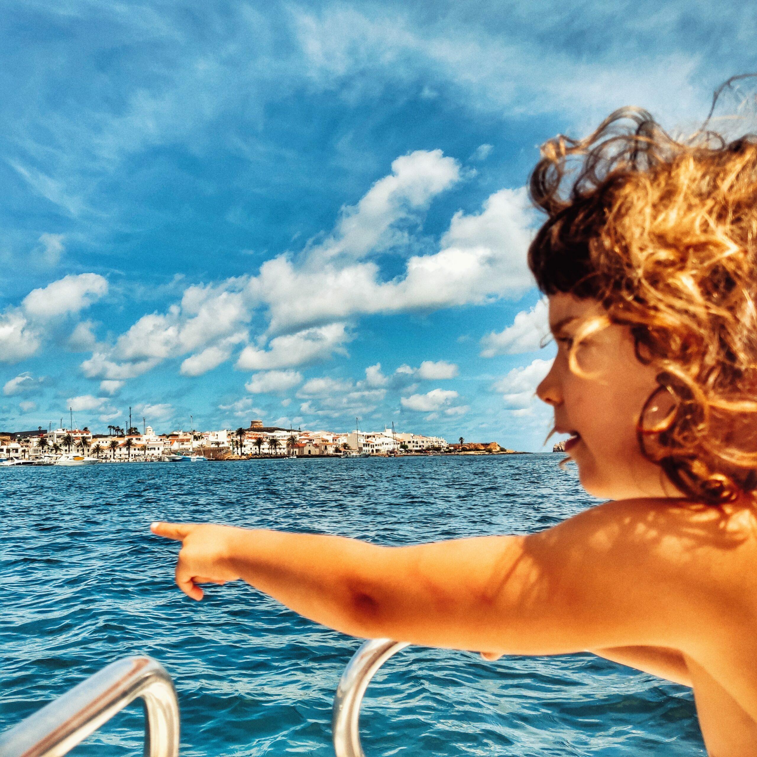 En aquest moment estàs veient Fornells en autocaravana, un dels pobles més bonics de Menorca 'i amb llagosta de postres!
