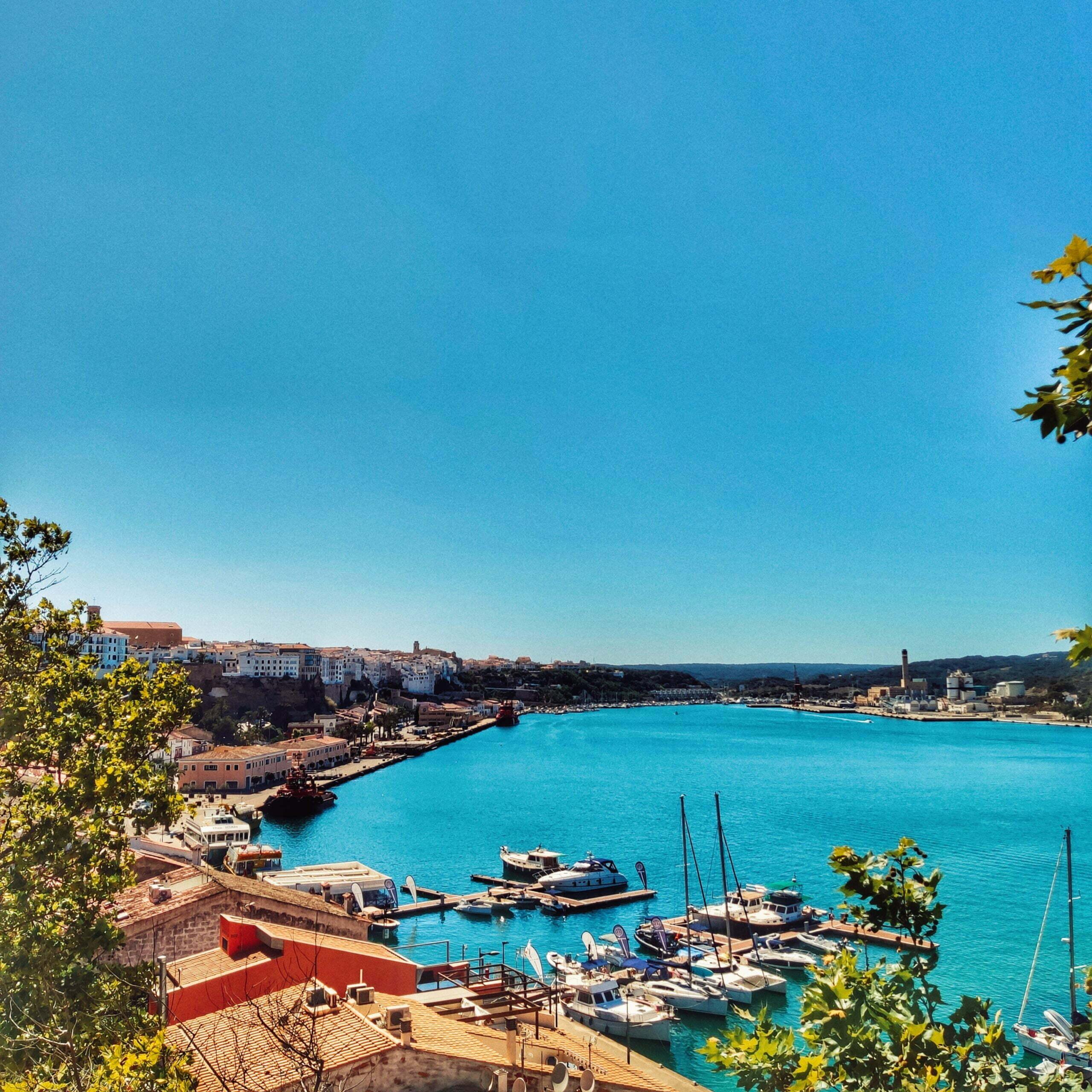 Lee más sobre el artículo Mahón en autocaravana, la capital de Menorca ¡y un bonito pueblo pirata!
