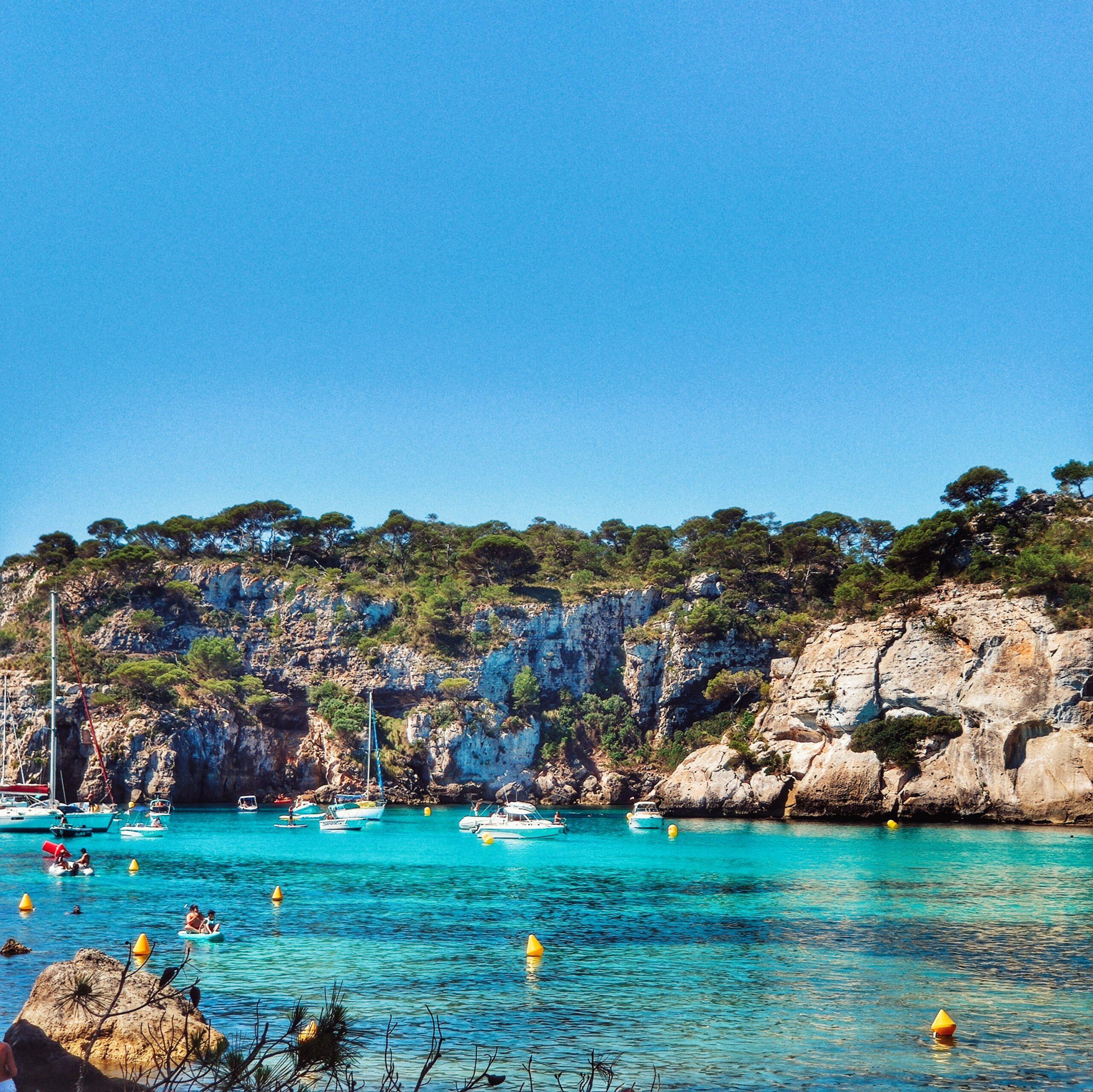Lee más sobre el artículo Cala Turqueta, Macarelleta y Macarella en autocaravana, las que dicen son las mejores calas de Menorca ¡pero también las más masificadas!