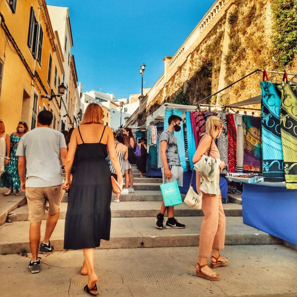 Ciutadella de Menorca carrers amb mercats artesans