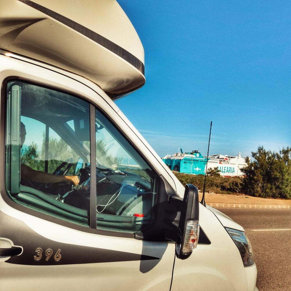 Menorca en autocaravana esperando el ferry de Balearia