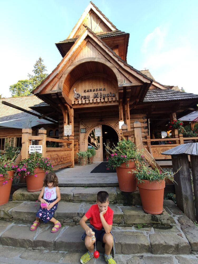 Casas de madera y restaurantes en Zakopane