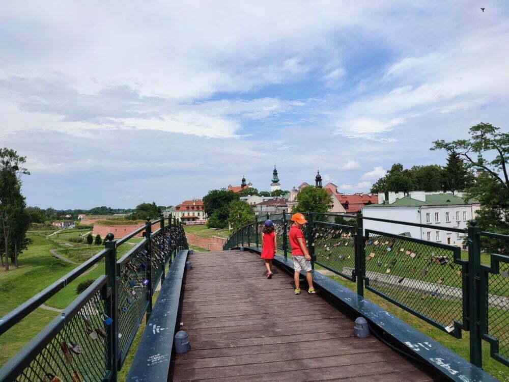 Candados en los puentes de los enamorados de Zamosc