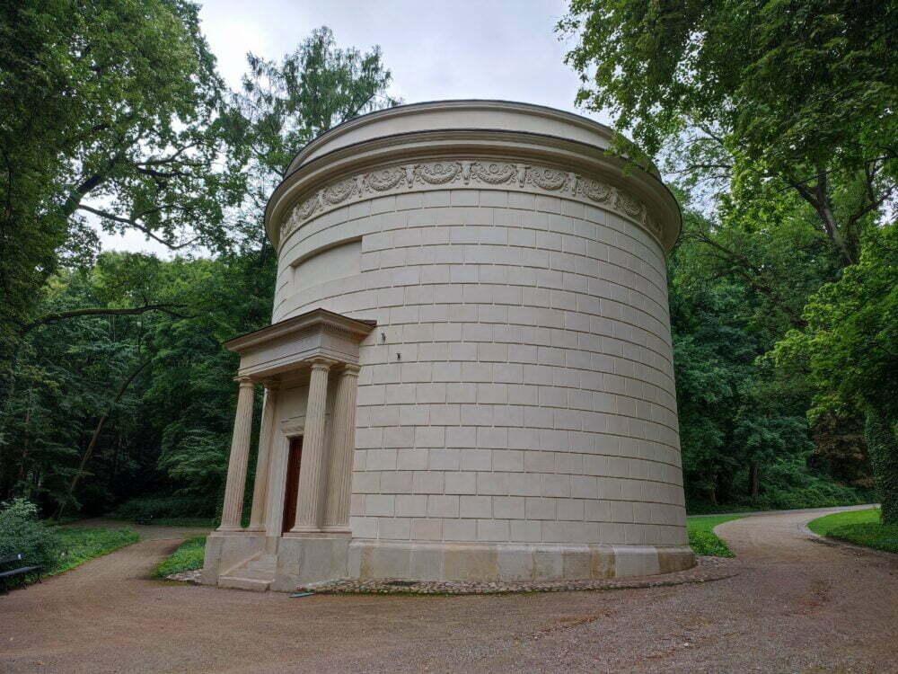 Deposito de agua renacentista en el Parque Real Lazienki en Varsovia