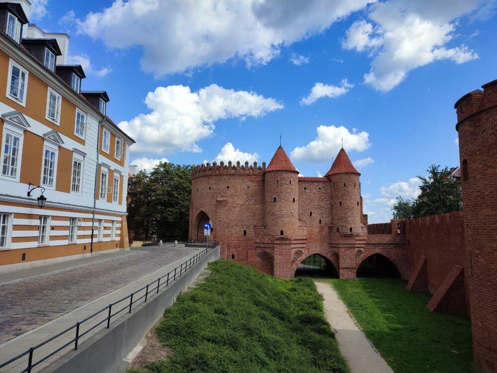 Barbacana de Varsovia desde fuera de las murallas