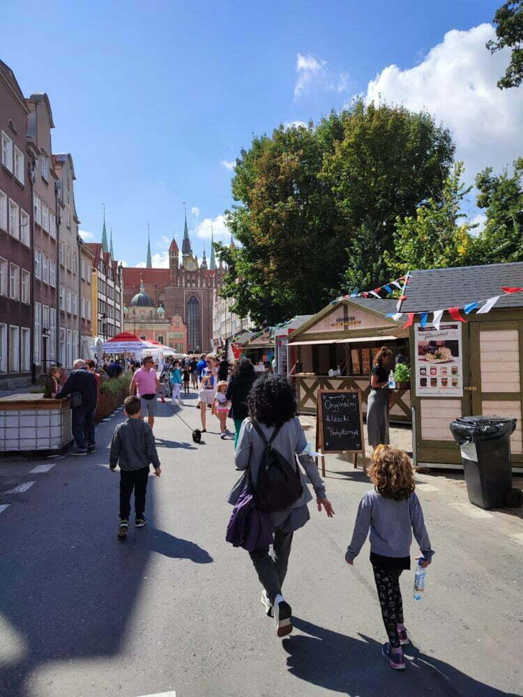La foire de Santo Domingo à Gdansk regorge de stands d'artisanat