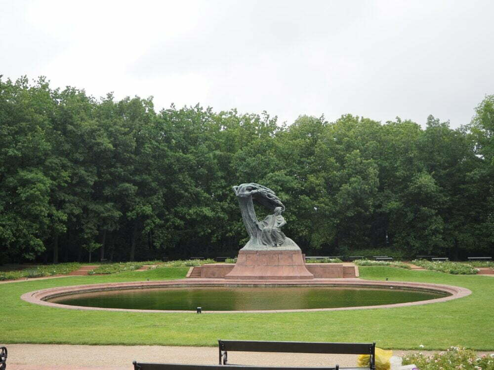 Estatua de Chopinben el Parque Real Lazienki de Varsovia