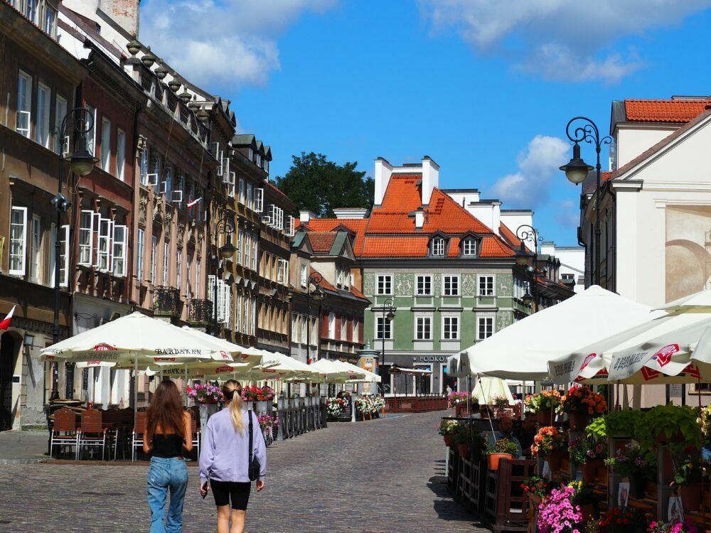 Calle del casco histórico de Varsovia en nuestro viaje a Varsovia en autocaravana